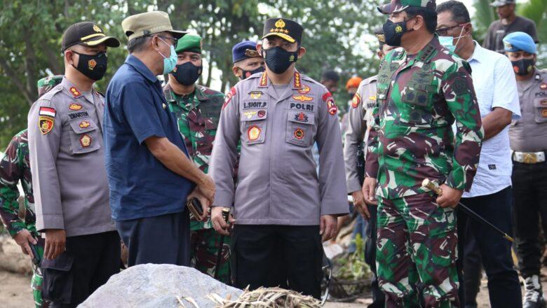 Fokuskan Evakuasi, Panglima TNI dan Kapolri Tinjau Langsung Dampak Banjir Bandang di NTT