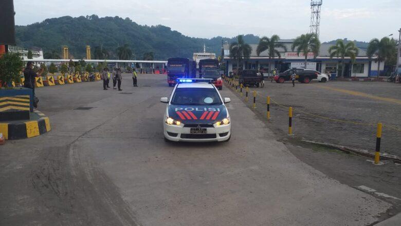 Tiba di Pelabuhan lembar, Polres Lobar Kawal Rombngan Bantuan Bencana NTT